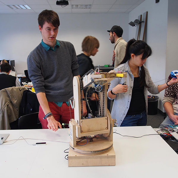 Gestengesteuerter Roboter